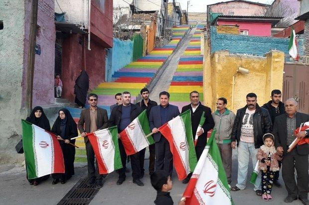 آیین نصب پرچم توسط اهالی رسانه گلستان در کوی محتشم برگزار گردید