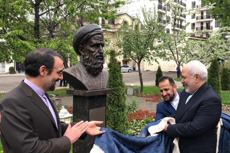 ظریف از تندیس چهار شاعر ایرانی در مسکو رونمایی کرد