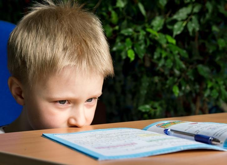 استفاده بیش از حد موبایل برای بچه ها چه خطراتی دارد؟