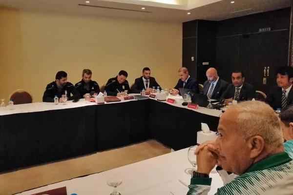 پیراهن اول بر تن بازیکنان ایران و عراق