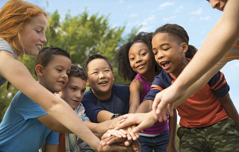 7 مهارت اجتماعی مهم که باید به فرزندان خود بیاموزیم