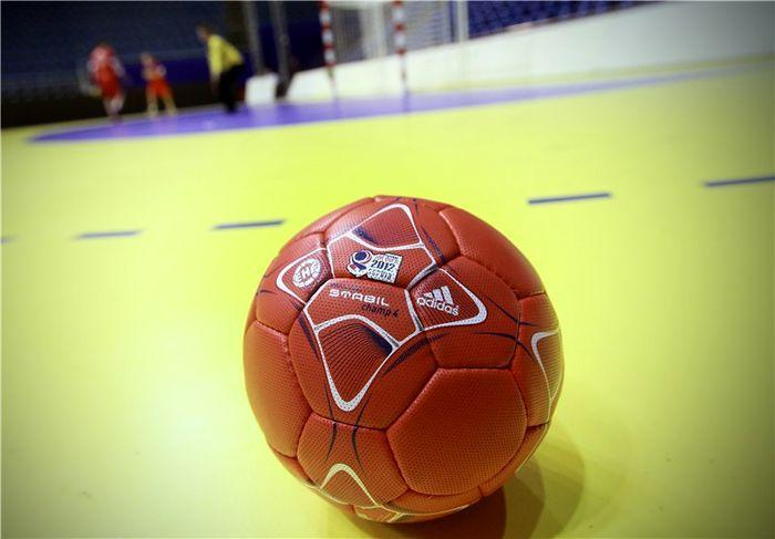 داوران ایرانی ملاقات نهایی مسابقات هندبال قهرمانی آسیا را سوت می زنند