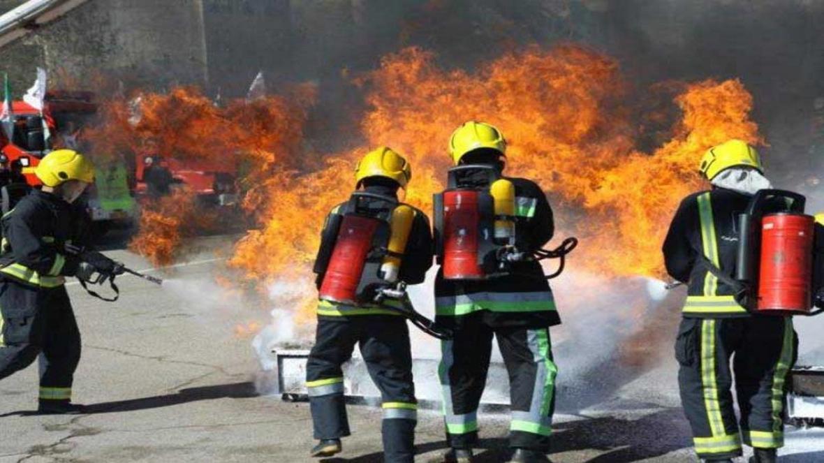 مهار آتش سوزی در خیابان 15 خرداد بروجن