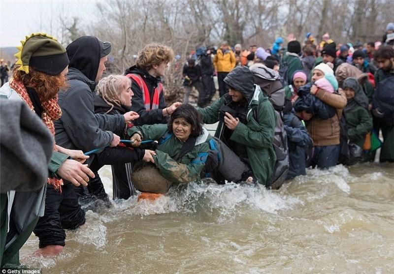 عبور پناهجویان سوری از رودهای خروشان اروپایی