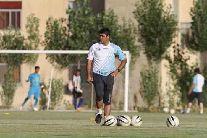 زمین های خاکی ، تهران را قطب فوتبال ایران کرد