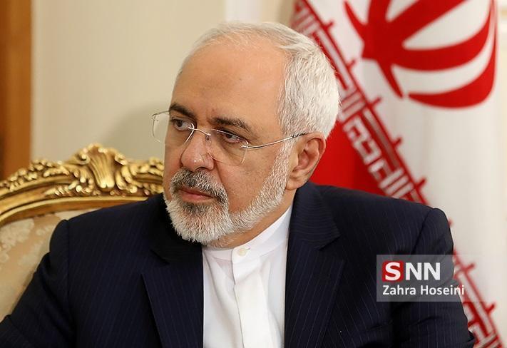 ظریف: آمریکا، ایران را از داشگاه موشک منع می نماید ولی به مشتریان منطقه ای خود 380 میلیارد دلار سلاح می فروشد