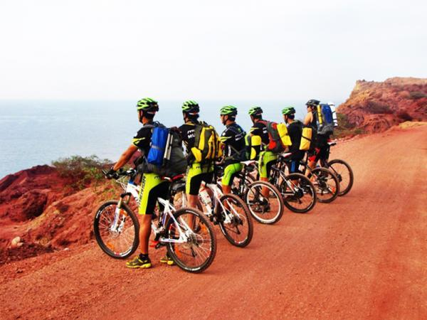 دوچرخه سواری؛ تفریح جذاب و مهیج در جزایر هرمز