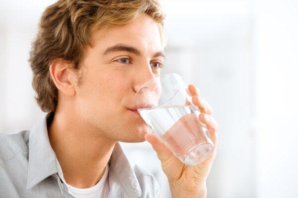 خبرنگاران چرا باید به میزان کافی آب بنوشیم؟