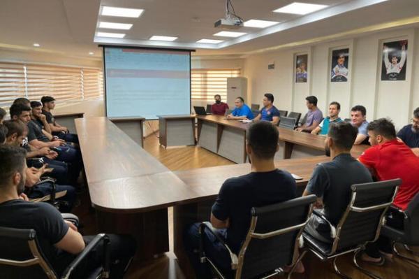 آموزش قوانین داوری به اردونشینان تیم ملی کشتی فرنگی