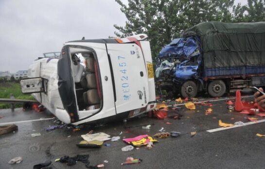 چین، برخورد کامیون با اتوبوس 11 کشته و 19 زخمی برجای گذاشت