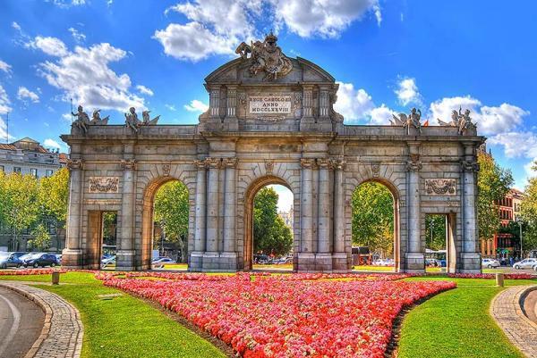 دروازه آلکالا، ورودی باشکوه شهر مادرید، عکس