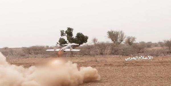 انتشار فیلم درهم کوبیده شدن پادگان ائتلاف متجاوز در مرز عربستان با 10 پهپاد